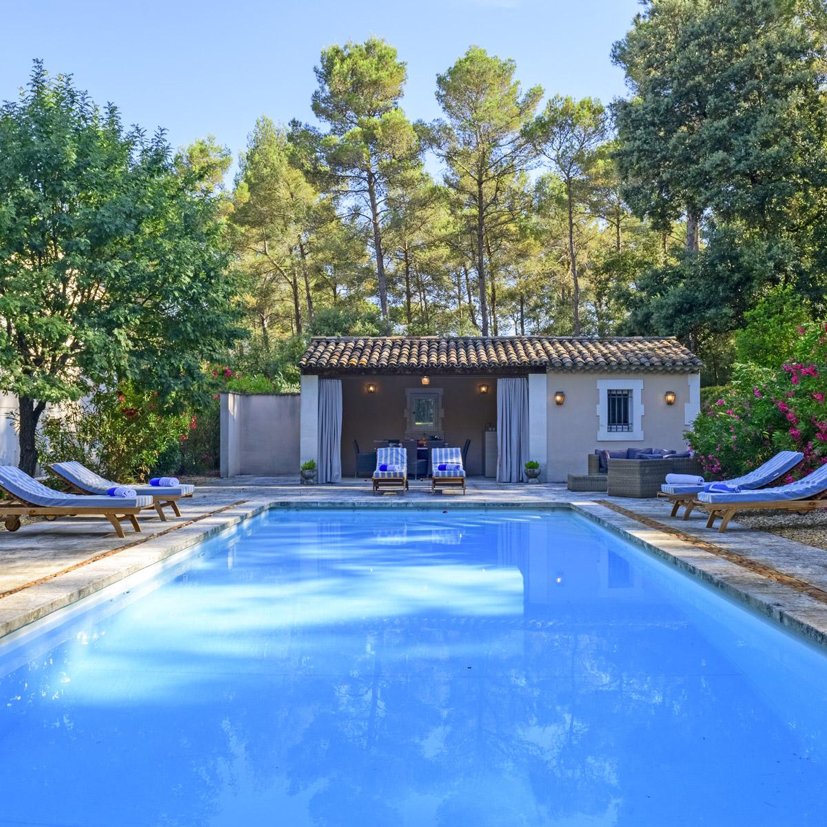 piscine-exterieure-villa-charme-provence